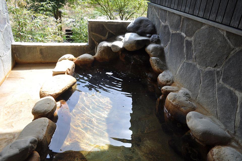 カゴプラ温泉かれい川うぐいす露天