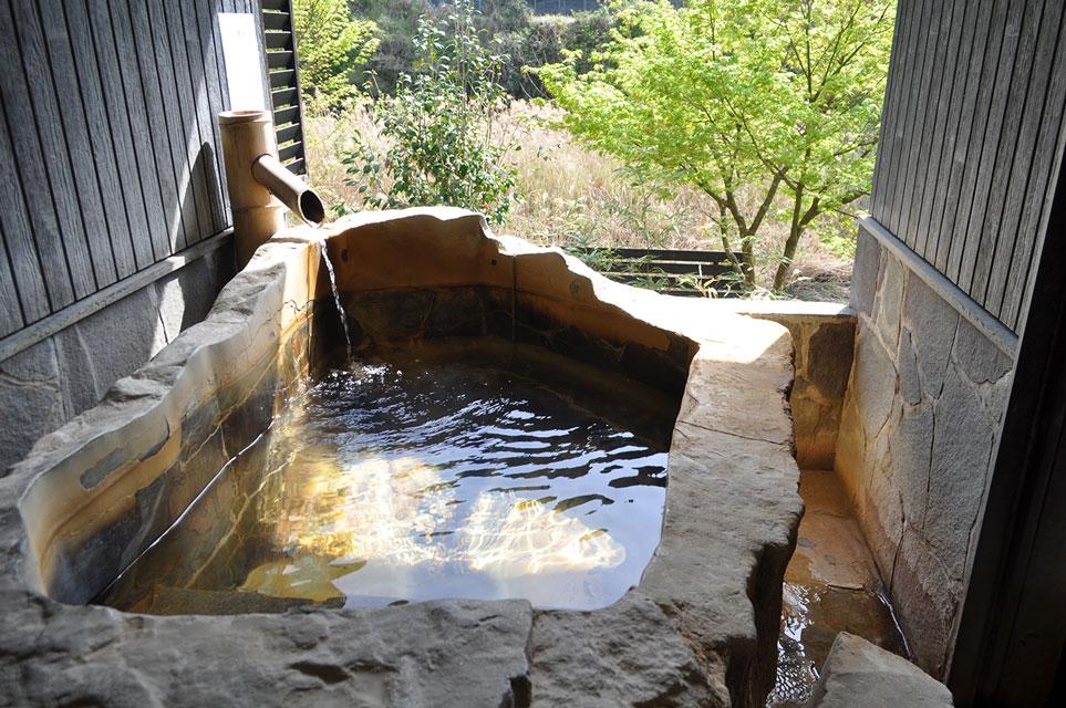 カゴプラ温泉かれい川ふくろう露天