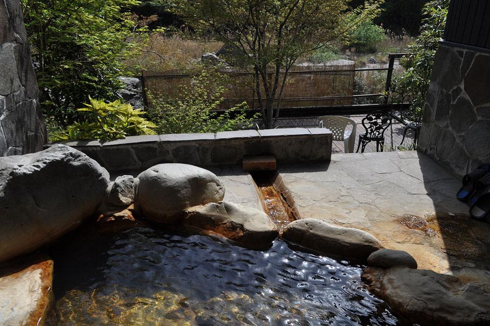 カゴプラ温泉かれい川かわせみ露天
