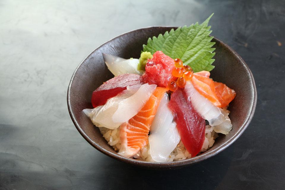 カゴプラグルメ炉の蔵ちらし寿司