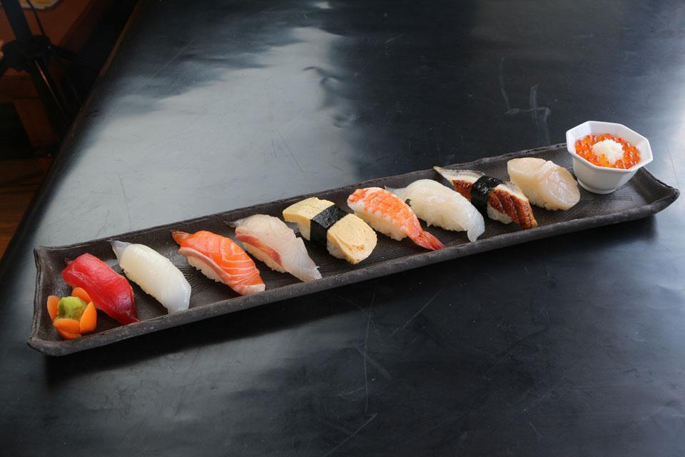 カゴプラグルメ炉の蔵寿司一列