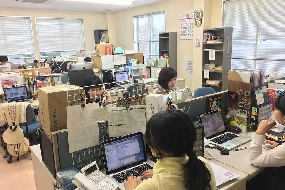 事務所移転で、みんなハリキってます!