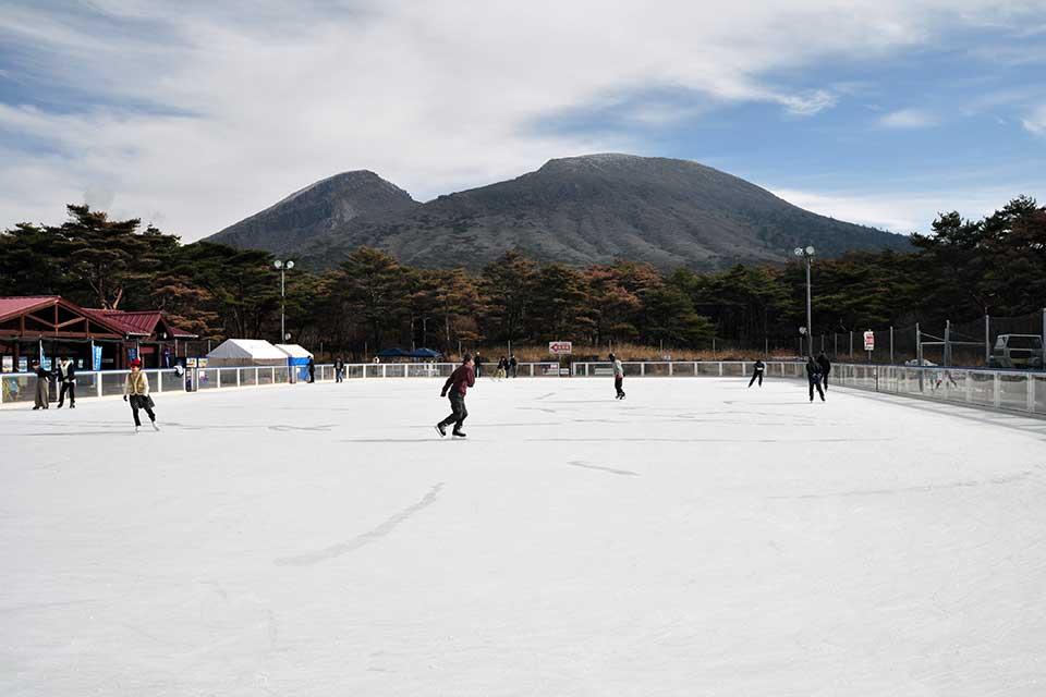 冬ならではのレジャー『えびの高原屋外アイススケート場』で◎年振りに滑ってきました!