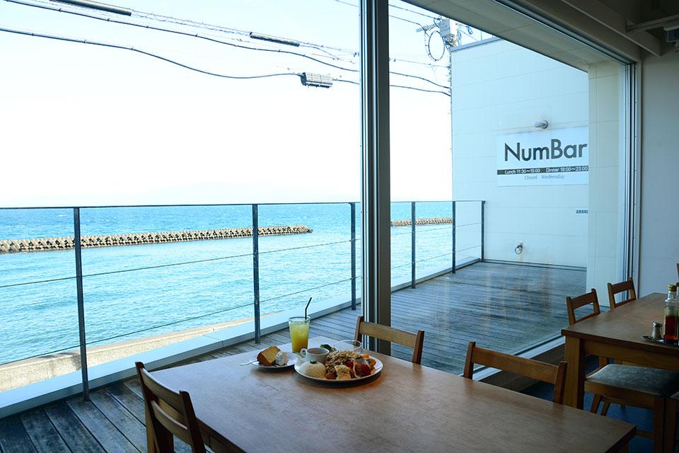 目の前広がる海と空!そして桜島を望む絶景の指宿・ランチスポット『Number』