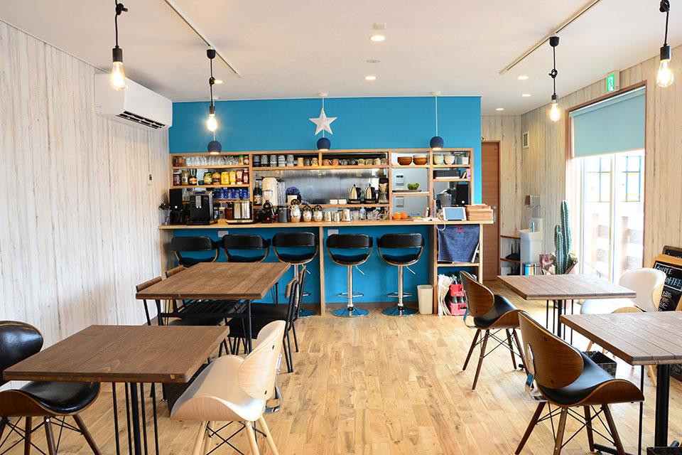 海辺をイメージした素敵なコンテナハウス「CHIPIE COFFEE」で寛ぎの時間を過ごそう
