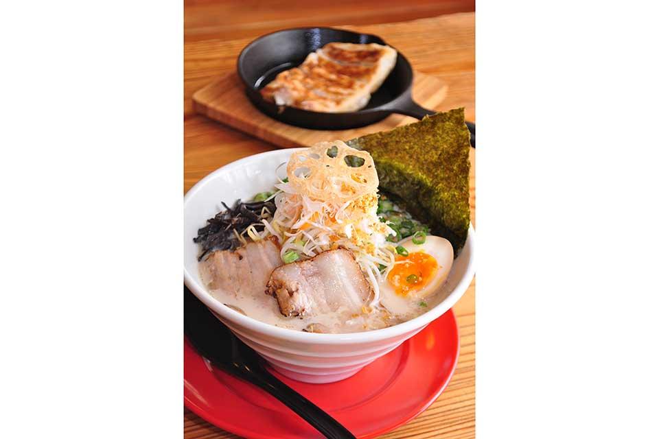 【麺屋むすび】カフェ感覚で足を運べるオシャレで可愛い、ラーメン&おむすびの店って?