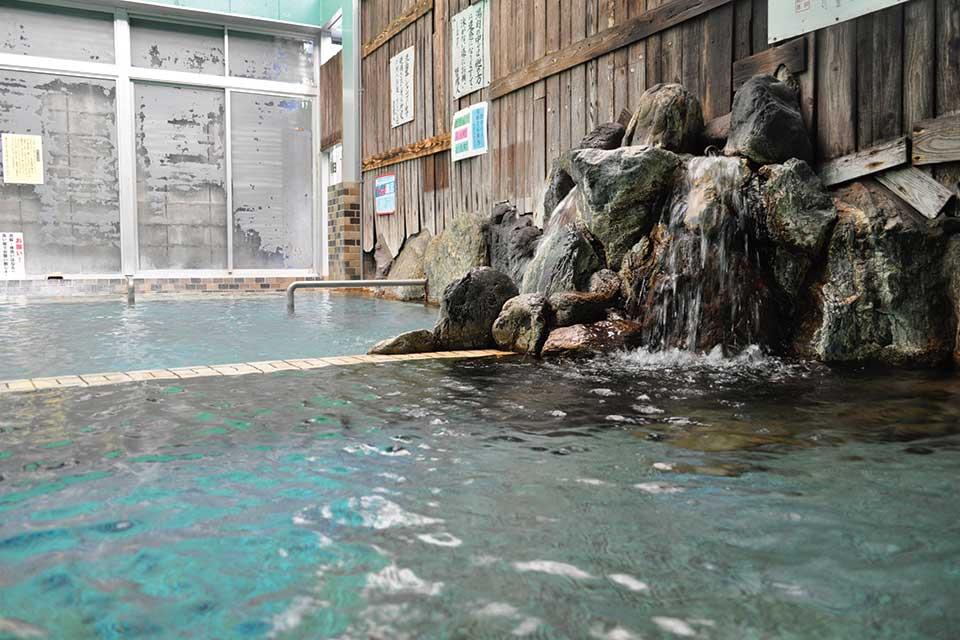 【天然かけ流し温泉 渓谷苑】自然に囲まれた知る人ぞ知る渓谷の湯は、とっても肌にいい湯なんです!