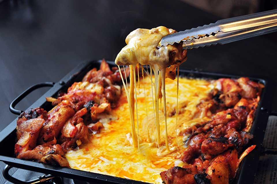 【にくまる】のびるのびる!チーズがとろ~り♪3種のチーズのチーズタッカルビにKO!