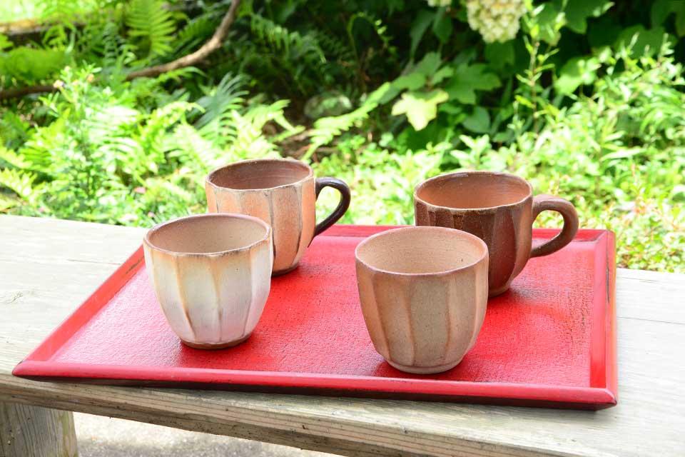 【緋色窯】偶然が作り出す、1点ものの器の表情と女性ならではのモチーフにクギヅケ